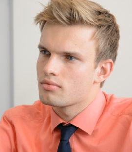 Alexander Britze hat eine Ausbildung als IT-Kaufmann bei der IHK Ostwestfalen absolviert